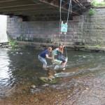 Ich finde unter viel mehr Brücken sollten Schaukeln hängen!!