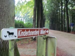 """Das war das erste Schild was wir in Bergien gesehen haben und mein Kopf hat es übersetzt mit """"Kinderbordell"""" -.-"""